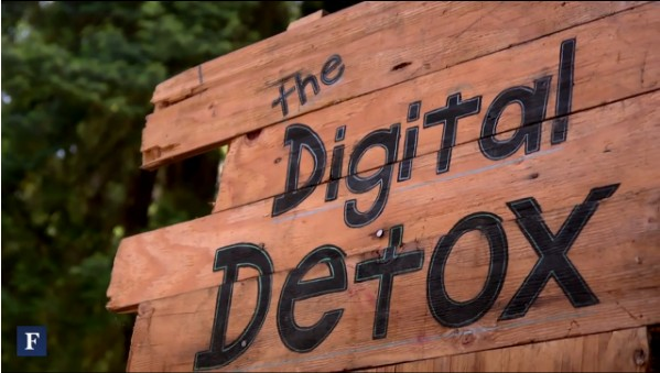 digital detox sign